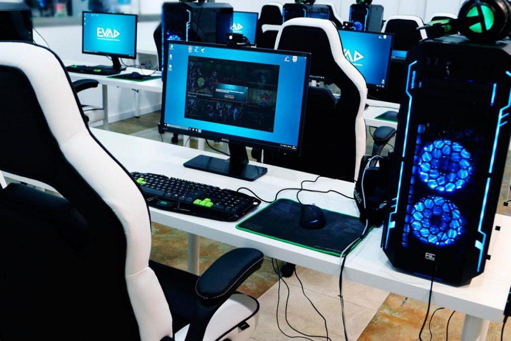Aula de la Escuela de Videojuegos y Arte Digital de Málaga