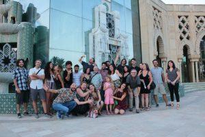 Foto de grupo del Laboratorio de Interpretación en el que aparecen actores y directores con caras graciosas