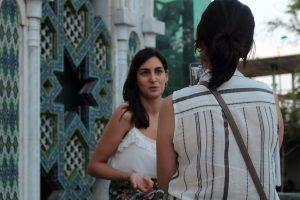 La actriz Gracy Jaramago, del corto Problemas de Guión siendo entrevistada por una periodista de Filmand
