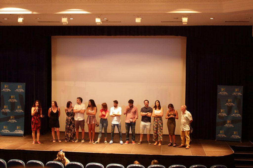 Ana Rosa Diego junto a los alumnos y directores del Laboratorio de Interpretación en la presentación de los cortos
