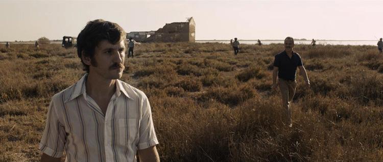 Raúl Arévalo y Javier Gutiérrez en las marismas del Guadalquivir, en una escena de La isla mínima.