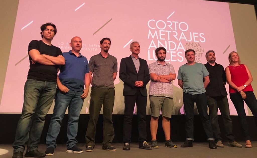 El consejero de Cultura con algunos de los directores y productores de las obras seleccionadas.