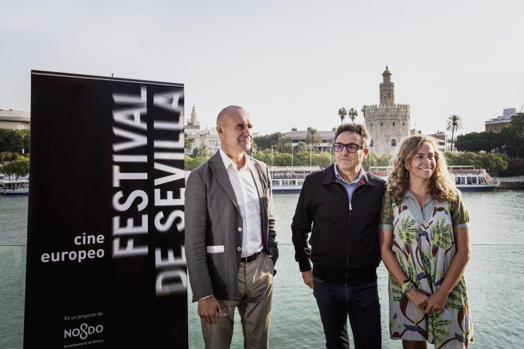 De izquierda a derecha, Antonio Muñoz (concejal de Turismo, Cultura y Hábitat Urbano), José Luis Cienfuegos (director del festival) e Isabel Ojeda (directora general de Cultura)