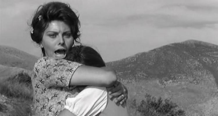 Sophia Loren y Eleonora Brown en un fotograma de 'Dos mujeres'