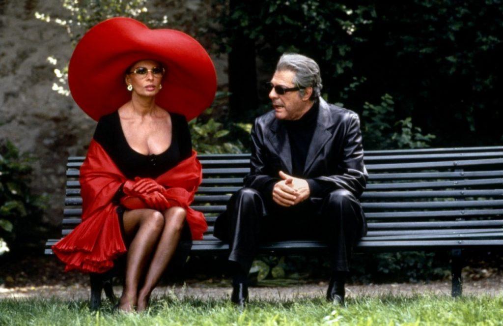 Sophia Loren y Marcello Mastroianni en un fotograma de 'Prêt-à-porter'