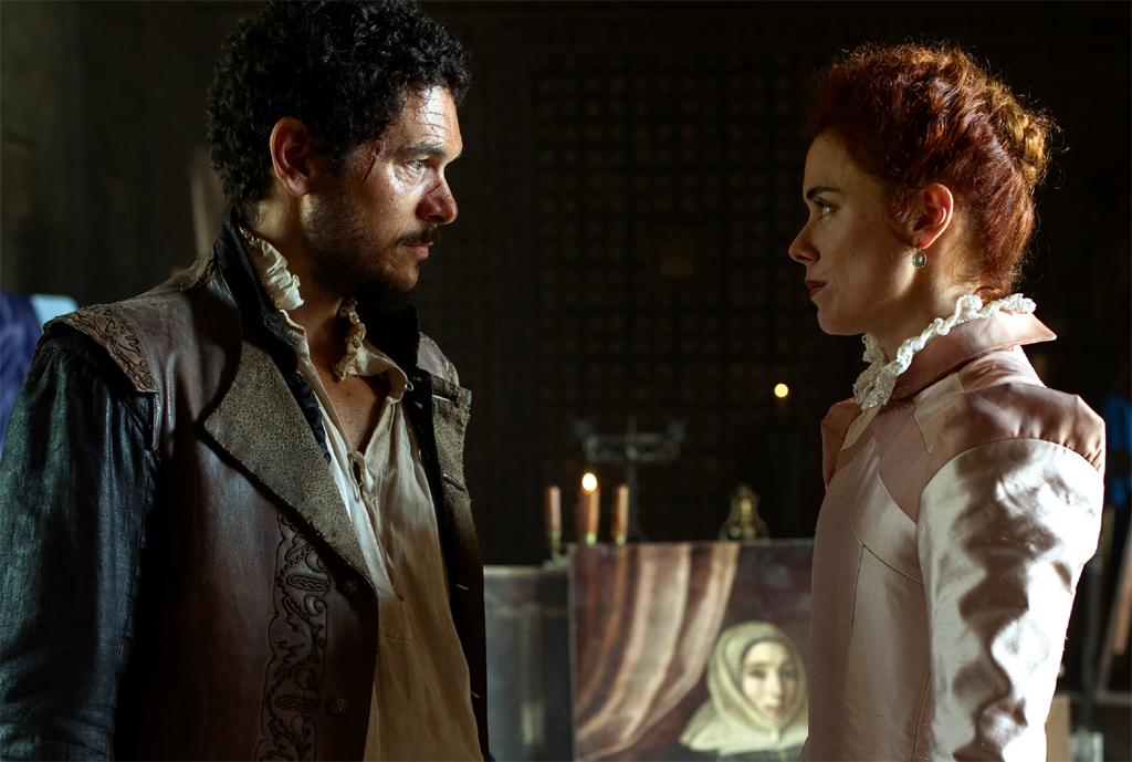 Pablo Molinero y Patricia López Arnaiz en una escena de 'La Peste'