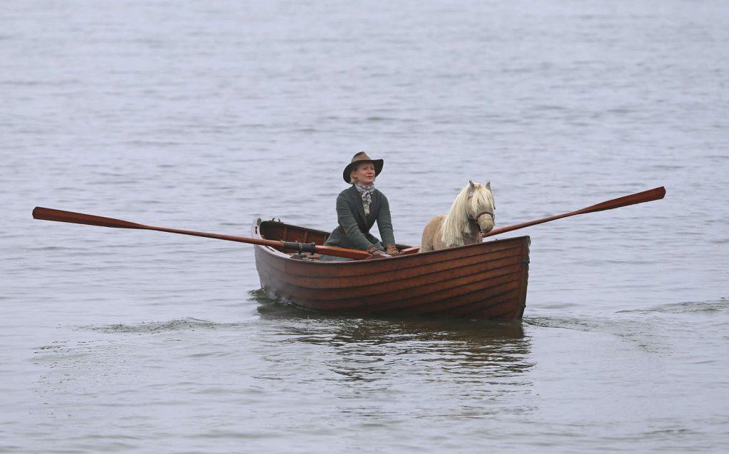 Mia Wasikowska en un fotograma de 'Damsel'