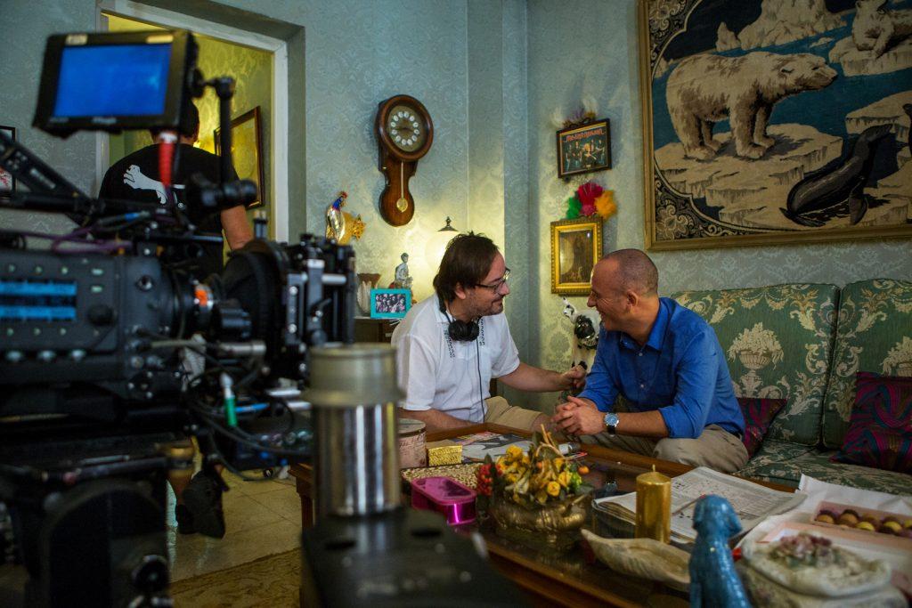 El director Manuel Martín Cuenca y el actor Javier Gutiérrez en un momento del rodaje de 'El autor'.
