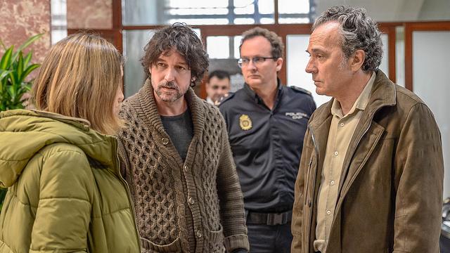 El director Miguel Ángel Vivas y el actor José Coronado.