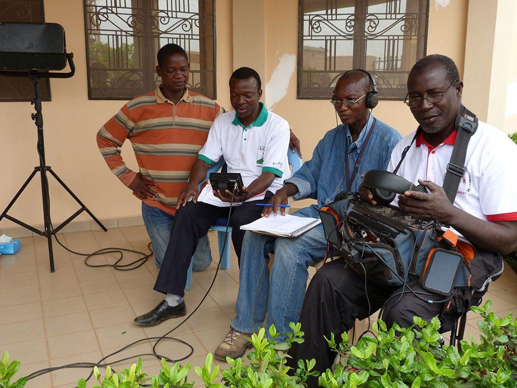 Bernard Yameogo, durante el rodaje de 'Al otro lado del muro'