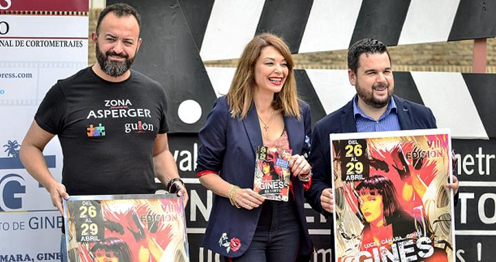 El director Juanma Díaz, la actriz Lucía Hoyos y el alcalde, Romualdo Garrido en la presentación de Gines en corto