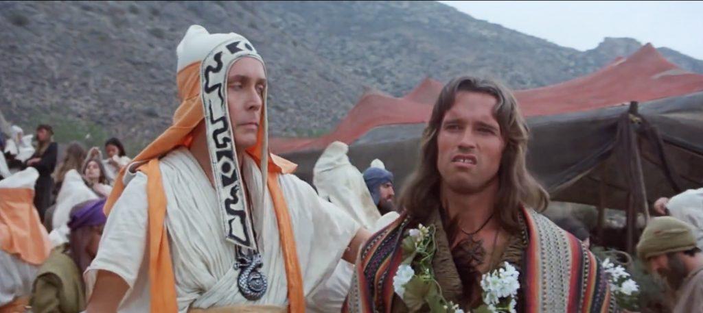 Jack Taylor en el momento justo en el que estira el brazo para parar a Schwarzenegger
