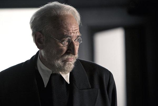 Karra Elejalde como Miguel de Unamuno en 'Mientras dure la guerra'