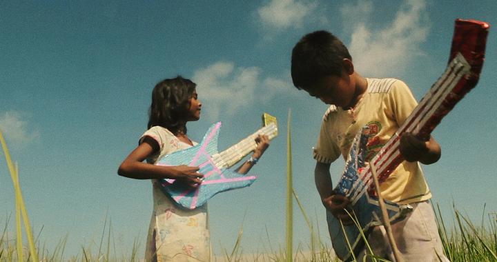 Escena de la película Village RockStars, que se proyectará en Cines del Sur Granada.