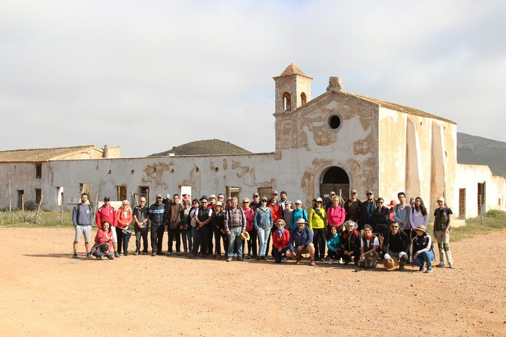 Foto de grupo delante del Cortijo del Fraile
