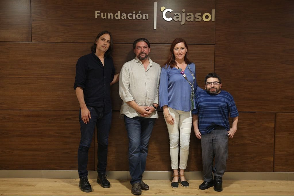 Los guionistas Rafael Cobos, Antonio Onetti y Ana Graciani junto al crítico Juan Antonio Bermúdez.