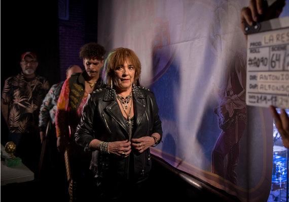 Carmen Maura con el reparto de ¡Oh Mamy Blues!