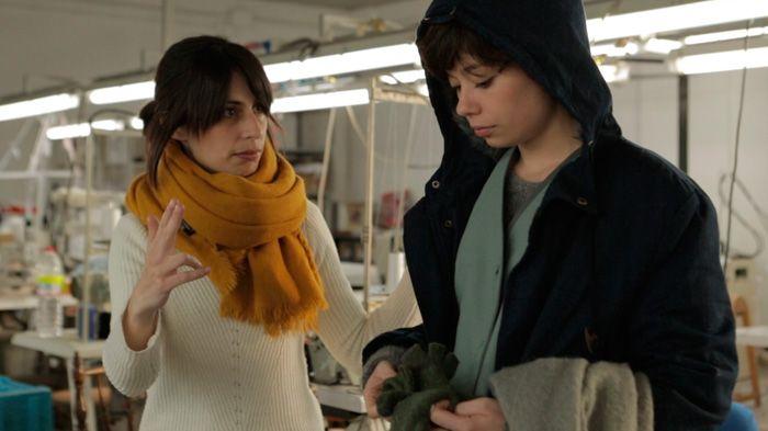Celia Rico da indicaciones a Anna Castillo durante el rodaje de 'VIaje al cuarto de una madre'