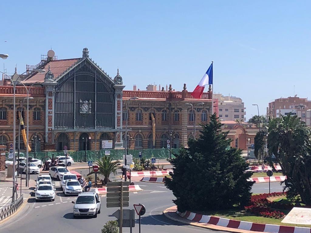 La bandera francesa en la Estación de Almería durante el rodaje de Hanna