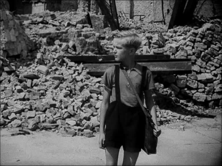 Fotograma de 'Alemania, año cero' (Roberto Rosellini, 1948)