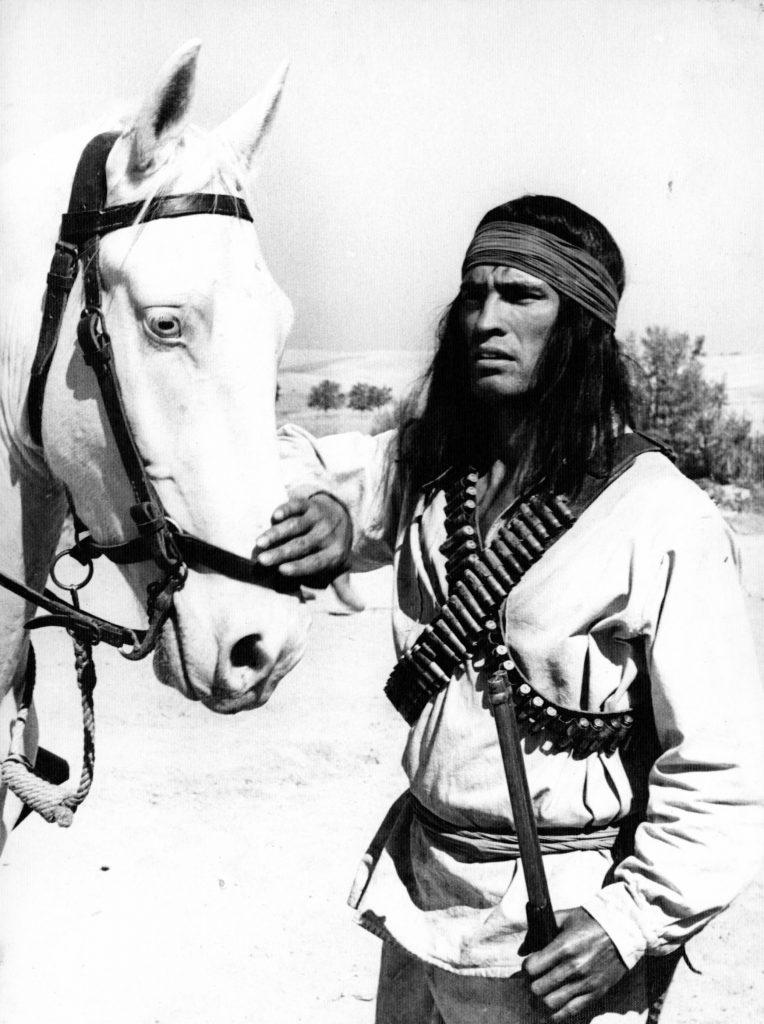 Florencio Amarilla durante el rodaje de 100 rifles.