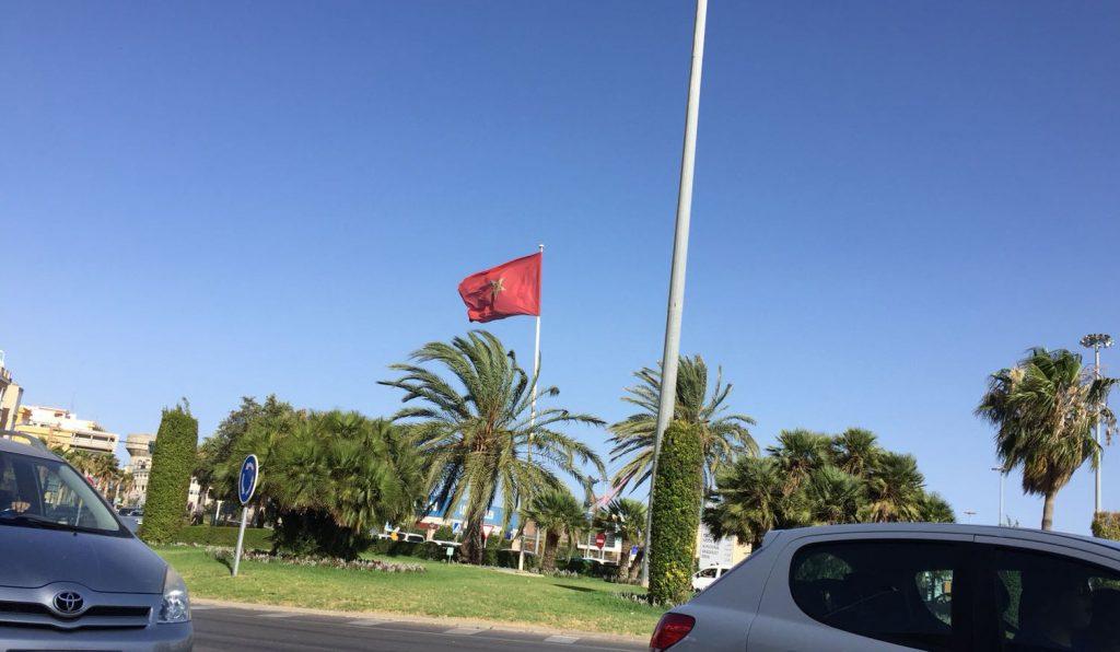 La bandera de Marruecos ondeando en Almería. Foto: Miguel Cárceles.