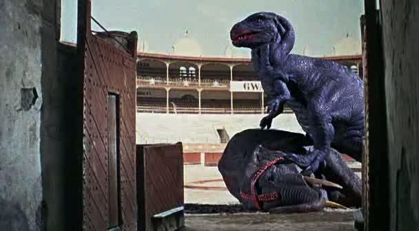 Un dinosaurio en la Plaza de Toros de Almería en El valle de Gwangi.