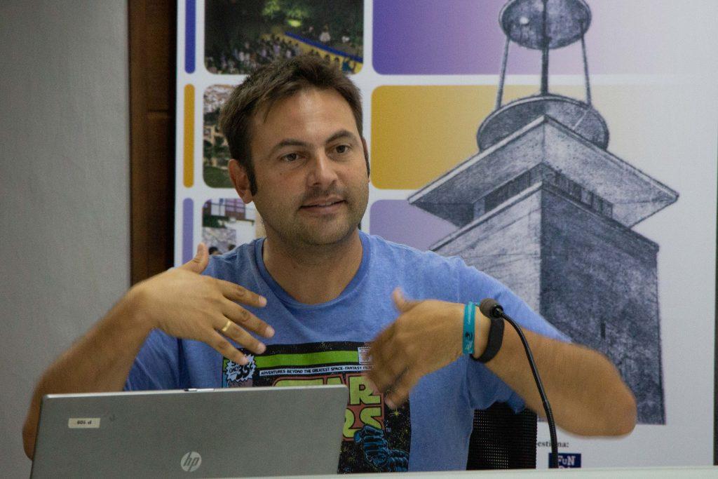 El técnico de efectos especiales Fidel Pérez durante su ponencia.