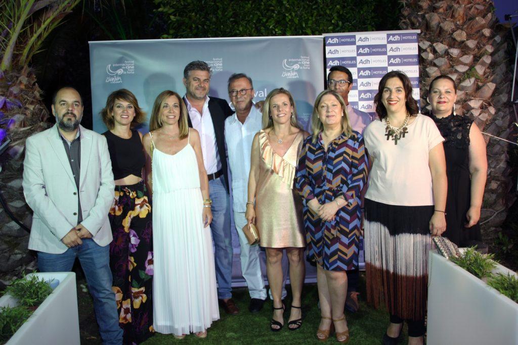 Foto de familia durante la presentación del Festival de Islantilla.