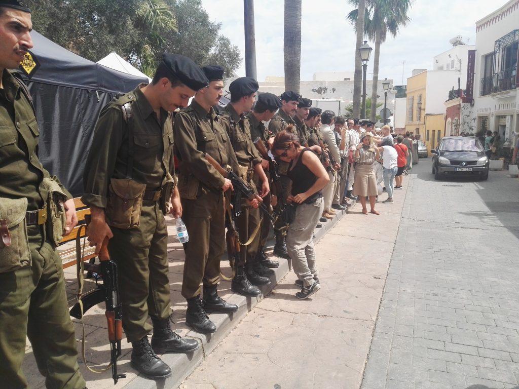 En la calle Almanzor, soldados egipcios con Kalashnikov para Wonder Woman 1984_Víctor Miralles