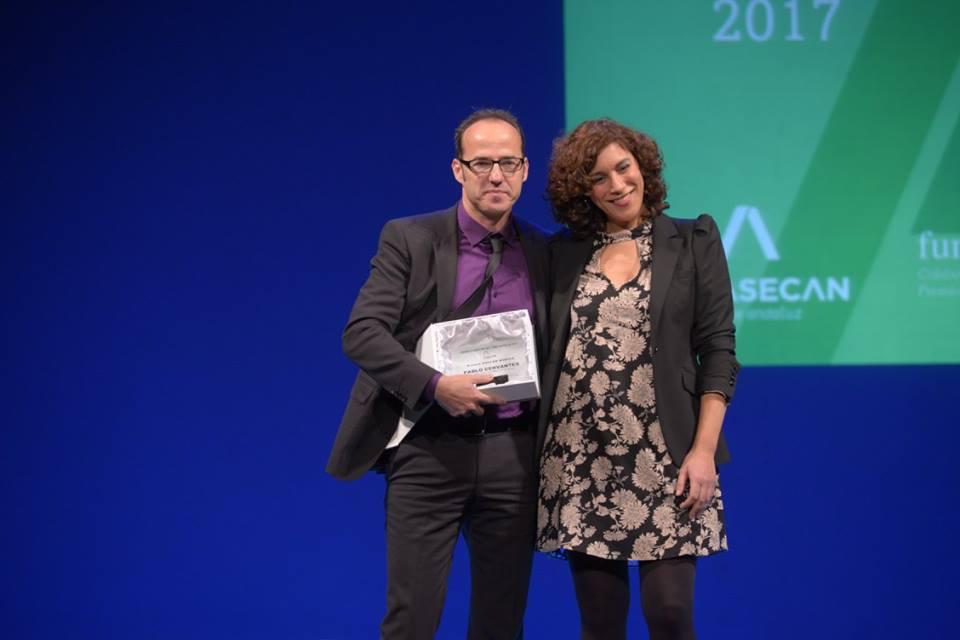 Pablo Cervantes recoge el Premio ASECAN 2017 de manos de la productora Agus Jiménez