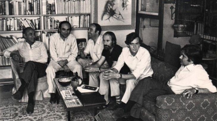 Fernando Quiñones con los escritores C.Bousoño (Premino Nobel de Literatura 1977), F. Brines, Caballero Bonald, Galvarino Plaza y Felix Grande organizando el Festival Alcance 71. Foto: Archivo Fundación Quiñones
