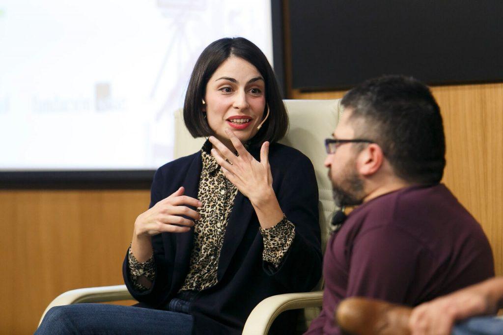 Celia Rico Clavellino durante su intervención en Los oficios del cine sobre la dirección de cine.