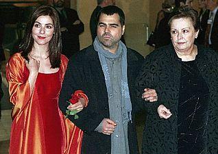 De izquierda a derecha: Ana Fernández, Benito Zambrano y María Galiana en la gala de los Goya del año 2000