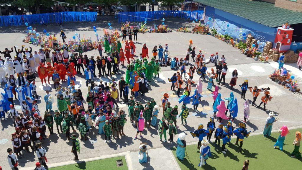 Todo el alumnado del centro educativo participó en una escena colectiva.