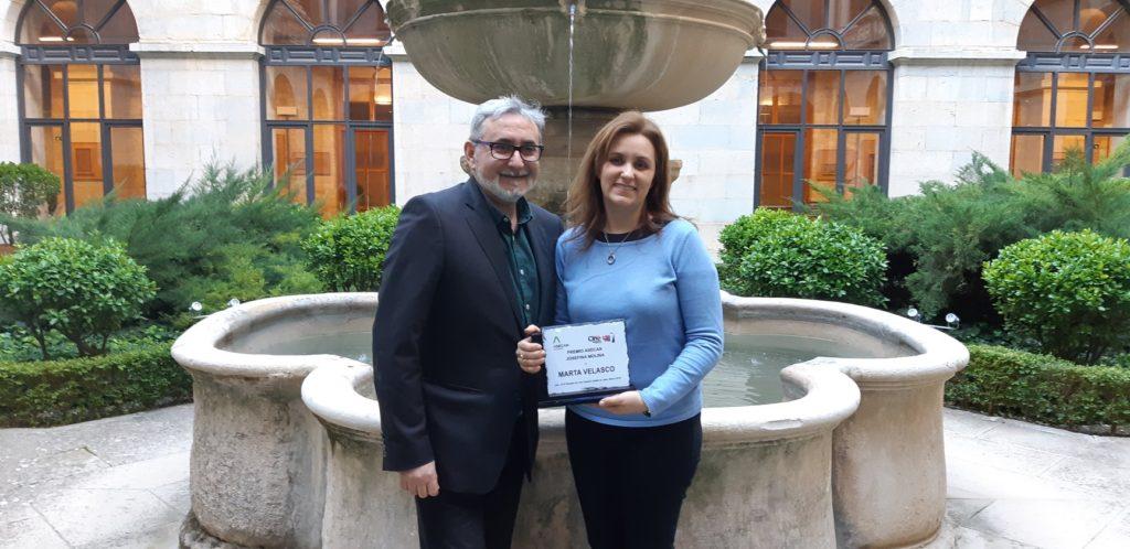 Marta Velasco junto a Javier Paisano, presidente de ASECAN, en la entrega del Premio ASECAN Josefina Molina.