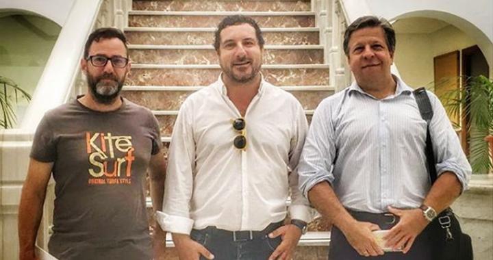 Los organizadores de Fantarifa en el Ayuntamiento de la localidad.