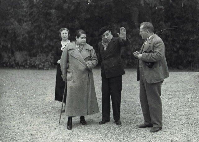 Rosario Pi (segunda por la izquierda) en uno de sus rodajes