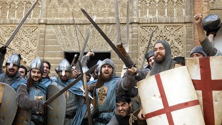Guerreros en el Patio de la Montería del Alcázar de Sevilla en El reino de los cielos.