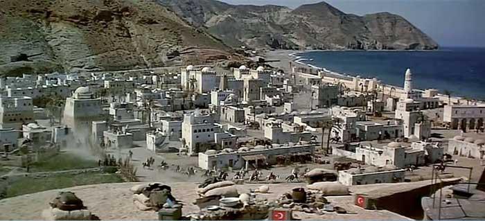 Recreación de la ciudad de Aqaba en la playa de El Algarrobico (Almería) para 'Lawrence de Arabia' (1962)