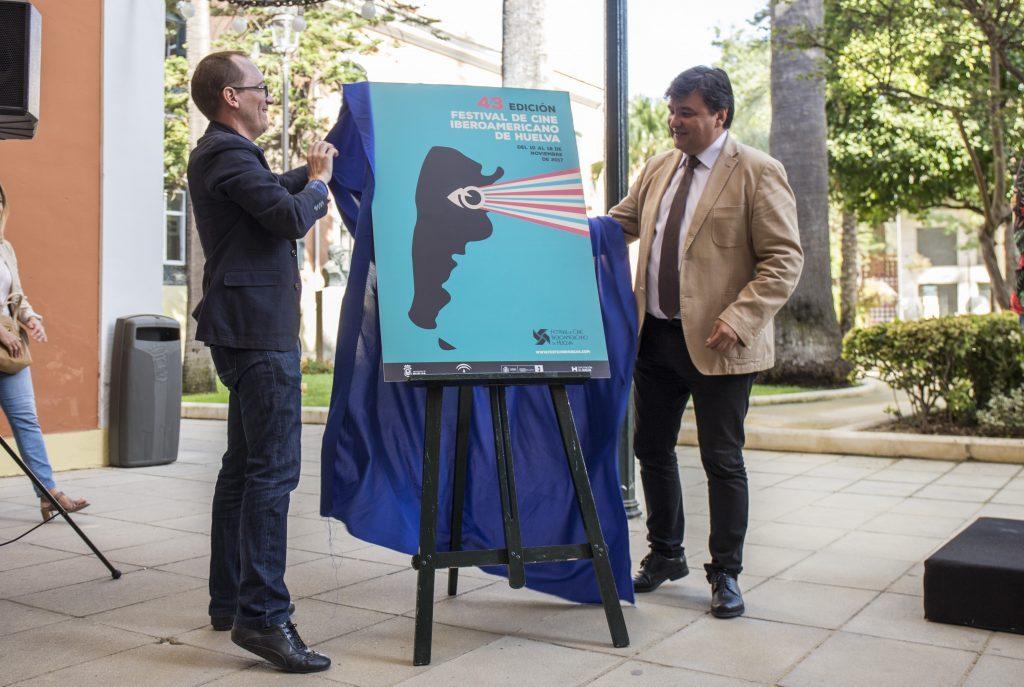 Manuel H. Martín (a la izquierda), junto a Gabriel Cruz Santana, alcalde de la ciudad, en la presentación del cartel de la 43ª edición del Iberoamericano.