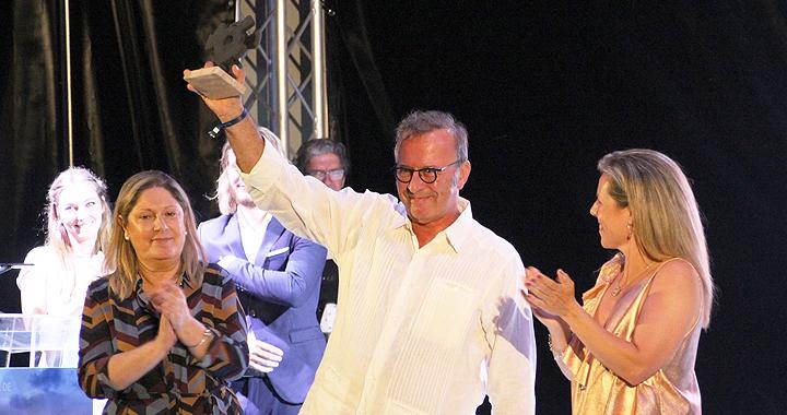 Premio 'Francisco Elías' al productor cordobés Antonio P pérez en el festival de Islantillas
