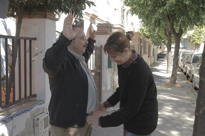Lourdes Fuentes junto al actor Joaquín Núñez, en el rodaje del corto 'Propiedad privada (Se vende)', de Carmen Quijada